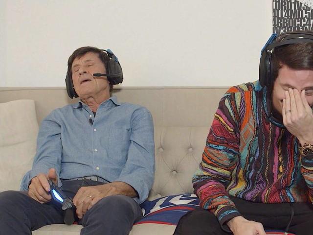 Gianni Morandi incontra per la prima volta i videogame: il risultato è tutto da ridere | VIDEO