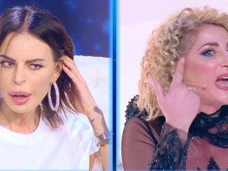"""""""Hai un viso che è un cantiere"""", """"Donna di basso livello"""", scintille in tv tra Nina Moric e l'ex """"suocera"""""""