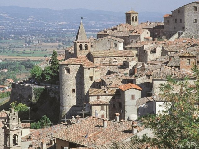 Covid: 10 casi tra i partecipanti ad un ritiro spirituale in provincia di Arezzo