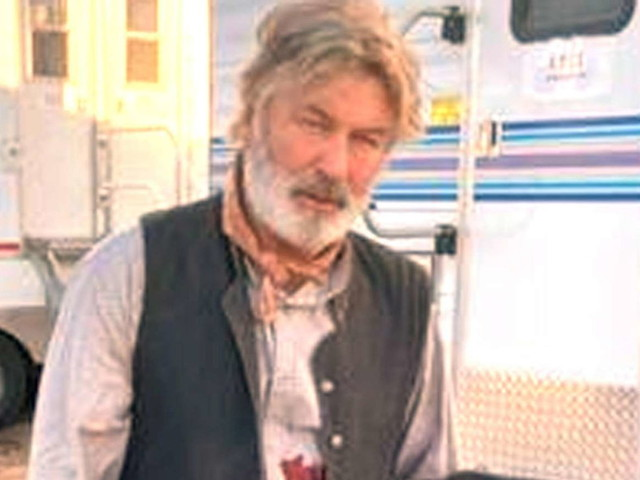 """Morte sul set, Baldwin: """"Tragico incidente, shock e tristezza"""""""