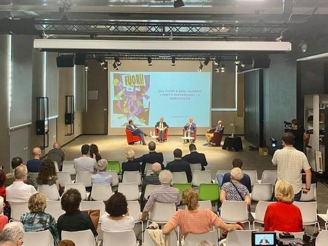 """Damilano: """"Oggi il Pride, Torino città simbolo delle battaglie per diritti"""""""