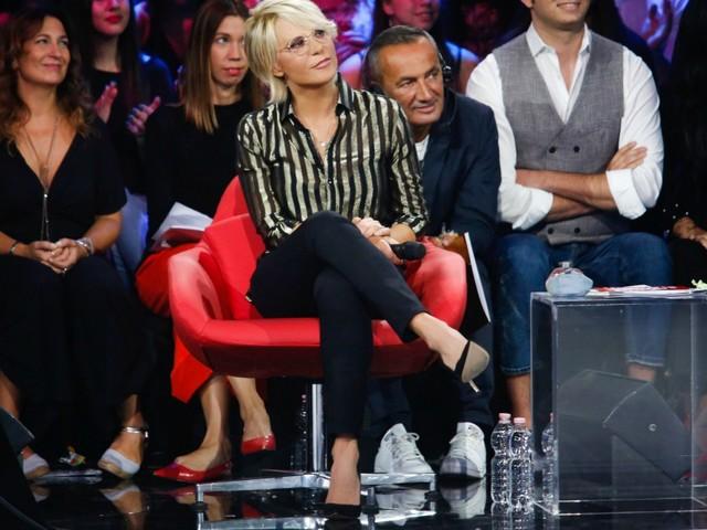 """Amici Celebrities, Michelle Hunziker """"commissariata"""": torna Maria De Filippi e gli ascolti salgono"""
