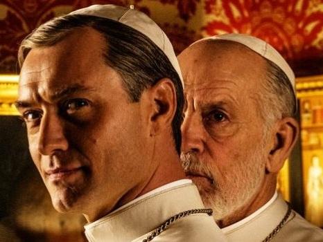 Prime scene di The New Pope nel trailer HBO: il sequel con Jude Law e John Malkovich in onda nel 2020? (video)