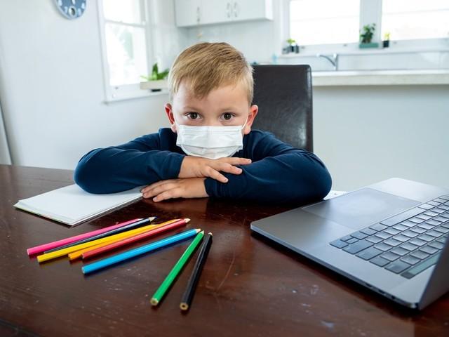 """A settembre possibile riapertura anno scolastico con didattica a distanza. Azzolina conferma, """"piano già pronto"""""""