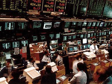 Borsa, Piazza Affari scivola sul finale nonostante il rally del lusso