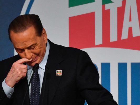 """""""Siamo a un punto di non ritorno"""". Il tormento di Berlusconi"""
