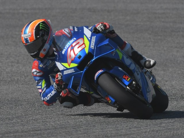 VIDEO MotoGP, Alex Rins: sorpasso cosmico all'ultima curva su Marquez! Vince il GP Gran Bretagna in volata