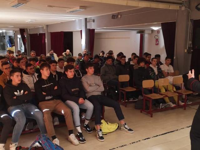 """San Severino, abuso di alcol e droga: lezione speciale per gli studenti dell'Itts """"Divini"""""""