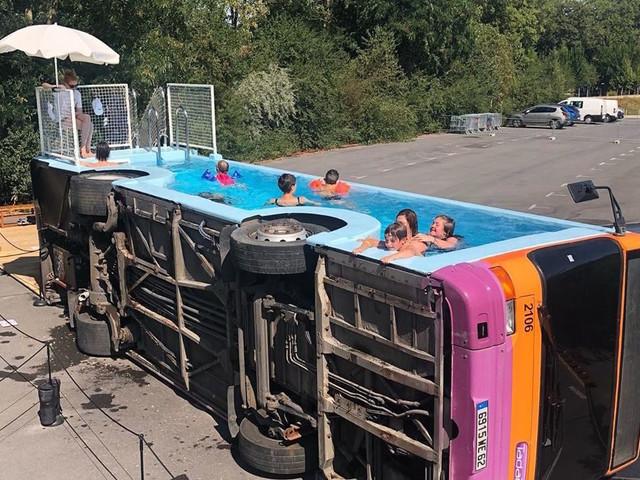 The Bus Pool, la nuova installazione di Benedetto Bufalino