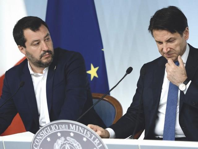 """In Edicola sul Fatto Quotidiano del 20 Agosto: Oggi in Senato Conte lancerà il suo """"j'accuse""""a Salvini, ministro dei no e delle assenze"""