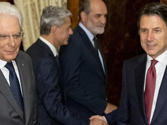 Mattarella avvia il sondaggio tra i partiti dopo la crisi. La diretta dal Quirinale