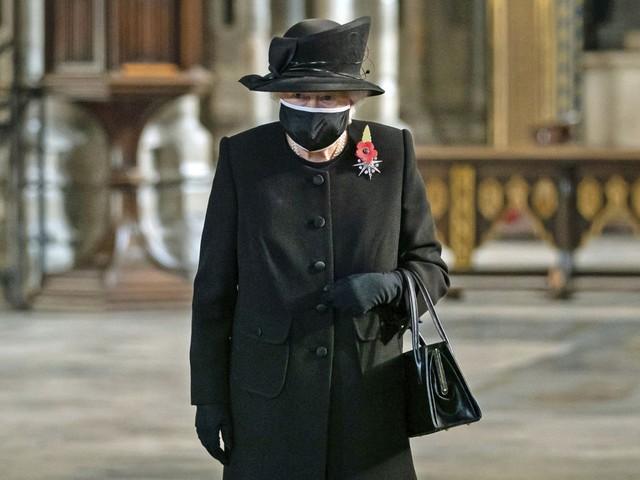 La regina Elisabetta aspetterà il suo turno per il vaccino