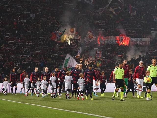 Bologna-Milan nel sangue: accoltellato tifoso rossonero
