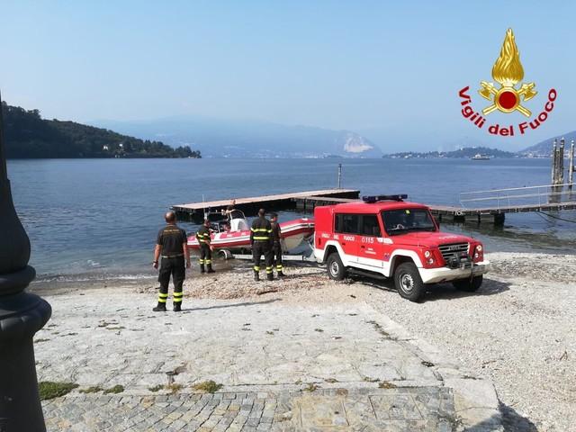 Varese, cade da traghetto nel lago Maggiore: ricerche ancora in corso