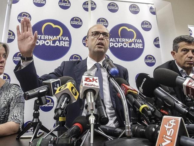 """Nel partito di Alfano è iniziato il """"si salvi chi può"""". Ecco chi si lancia sulla scialuppa di Renzi e chi vuole tornare con Berlusconi"""