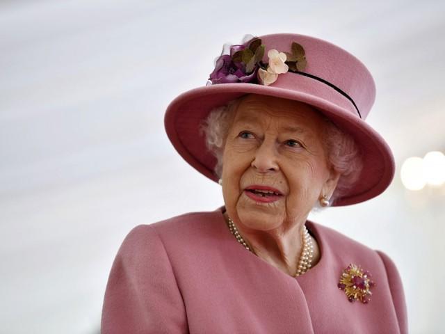 La regina Elisabetta ha deciso: la royal family va in terapia di gruppo