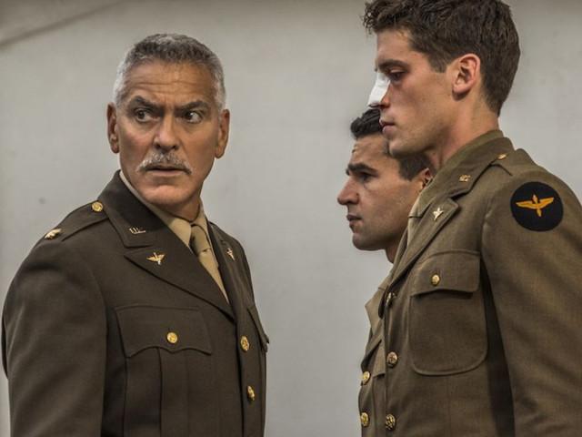 Catch-22, il trailer della serie bellica di George Clooney