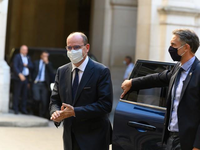 La Francia riprende ma sceglie la cautela. Il siero inglese solo per gli over 55