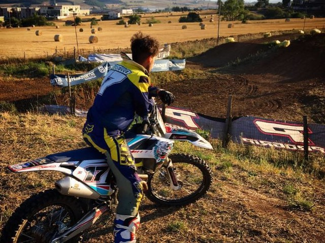 Tragedia nel mondo del motocross, giovane pilota muore