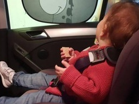 Catania, morto bimbo dimenticato in auto. E la norma sui seggiolini salvavita è ferma