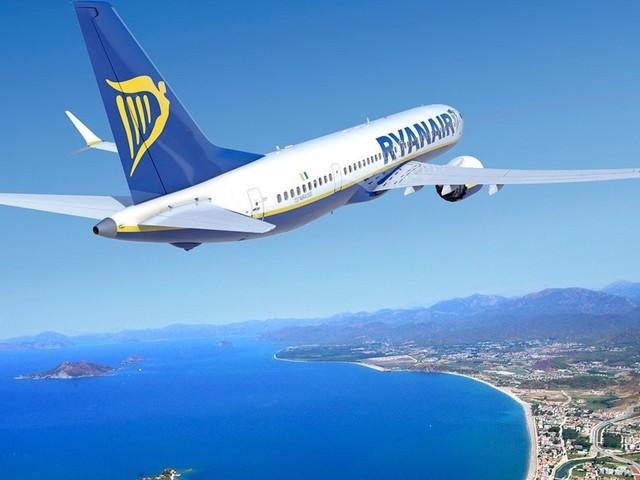Ryanair: triplici sorprese. Tratte nuove, regole bagagli a mano e sconti biglietti