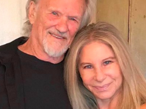 A Londra il duetto di Barbra Streisand e Kris Kristofferson in Lost Inside of You fa rivivere A Star Is Born del '76 (video)