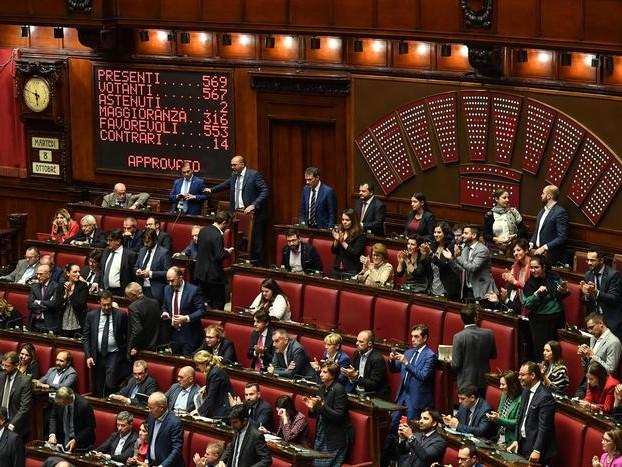 Il taglio dei parlamentari è legge: ok della Camera con 553 sì, 14 no e due astenuti