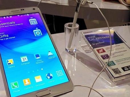 Colpaccio Samsung Galaxy Note 4 no brand Italia: aggiornamento con patch di luglio