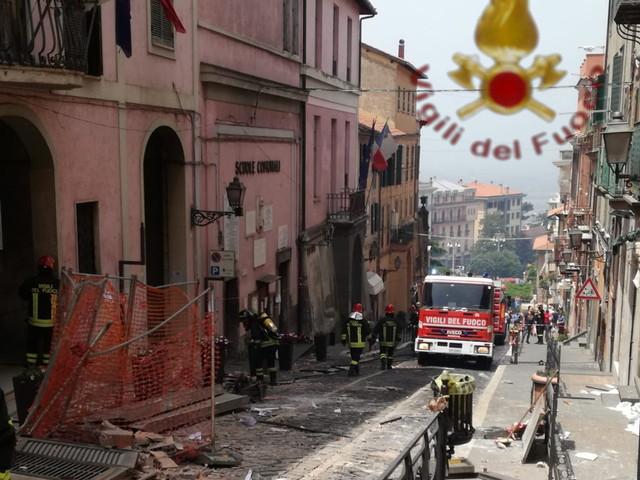 Esplosione in Comune a Rocca di Papa: ferito seriamente il Sindaco, grave un bambino