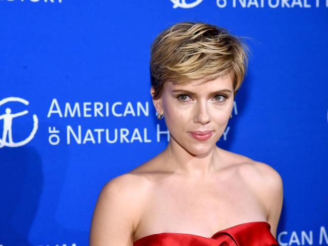 Scarlett Johansson contro i paparazzi: 'vogliamo avere il diritto di vivere una vita privata come tutte le famiglie'