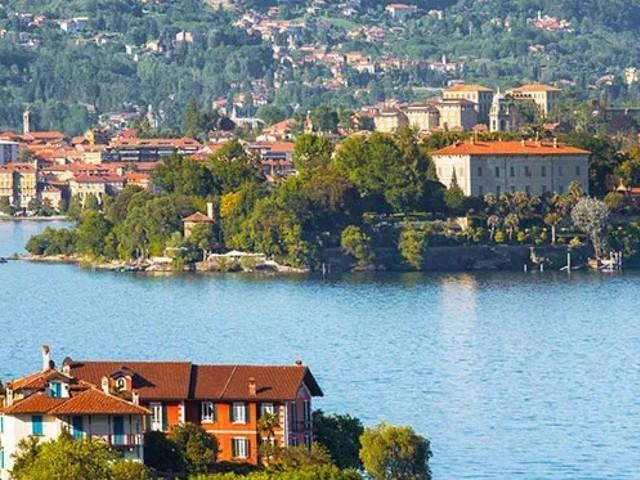 Lombardia: inquinato un lago su tre, e sulle spiagge il 90% dei rifiuti è fatto di Cotton fioc