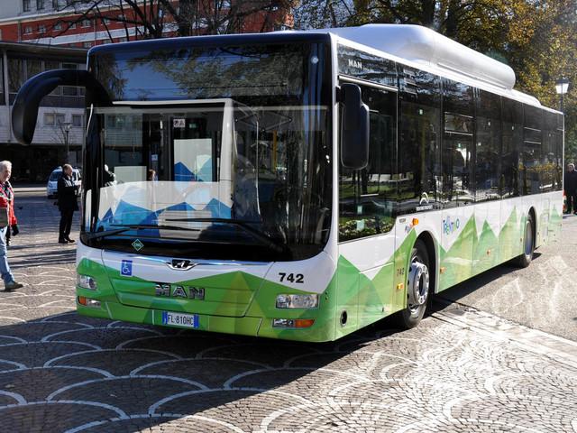 Bus gratis agli over 70, reazioni negative «Misura non equa, c'è chi ne ha più diritto»