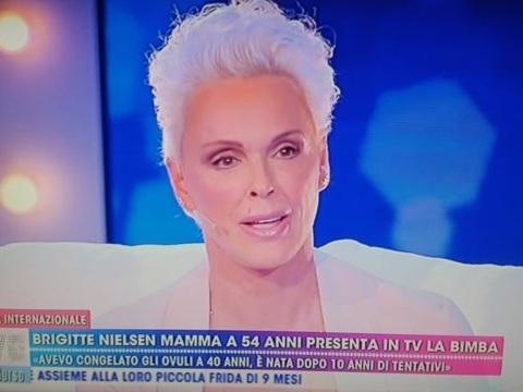 """Live Non è la D'Urso, Brigitte Nielsen mamma a 54 anni: """"Vi presento Frida, volevo dare una figlia al mio quinto marito"""""""
