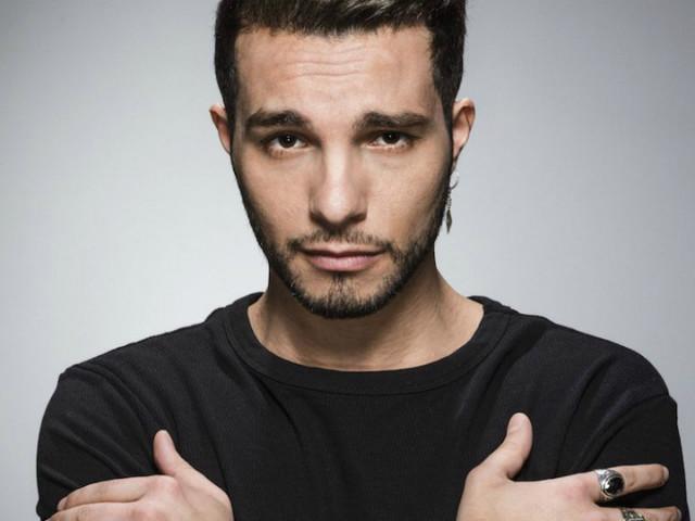Milano, arrestato il cantante Marco Carta per il furto di 6 magliette da 1.200 euro