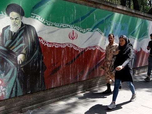 """Trump sanziona Khamenei, l'Iran si infuria: """"Canale diplomatico con Usa chiuso per sempre"""""""