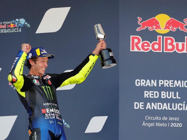 Valentino Rossi sul podio terzo, «è come vincere, ma la Yamaha deve crederci»