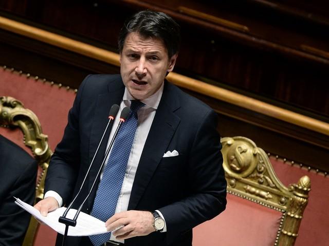 Caso Russia, Conte difende Salvini. E i grillini lasciano l'aula al Senato