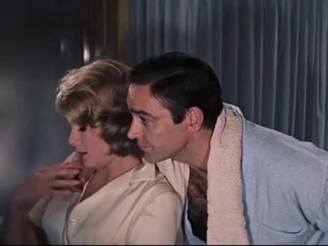 """Il regista dell'ultimo 007 accusa: """"Il James Bond di Connery? Era uno stupratore"""""""