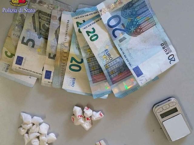 Servizi straordinari della Polizia di Stato in diversi quartieri romani: arrestate 6 persone per droga.