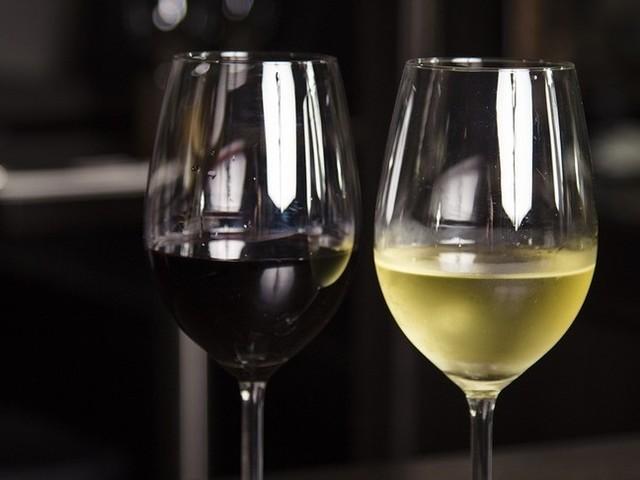"""""""La Commissione Ue non ha proposto l'aggiunta dell'acqua al vino"""""""