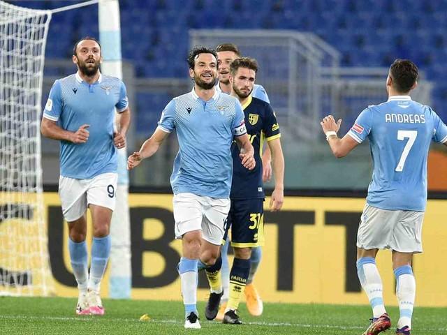 Lazio ai quarti di Coppa Italia, Parma battuto 2-1
