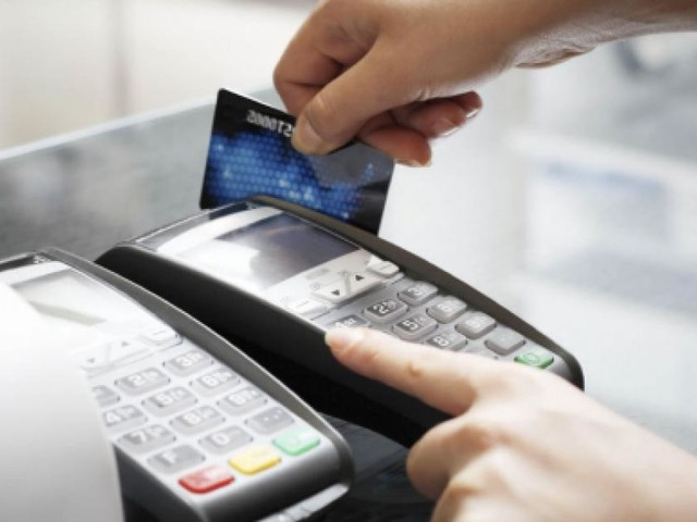Commissioni bancomat in calo, sanzioni per chi rifiuta i pagamenti elettronici?