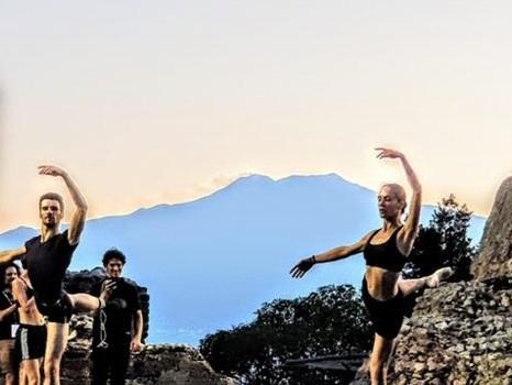 """""""A riveder le stelle"""", visite serali al teatro Antico di Taormina: sul palco prove aperte degli show"""