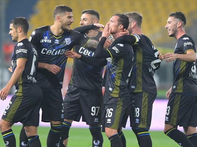 Coppa Italia, il Parma soffre ma ha la meglio del Frosinone: decide un rigore di Hernani nel recupero [FOTO]