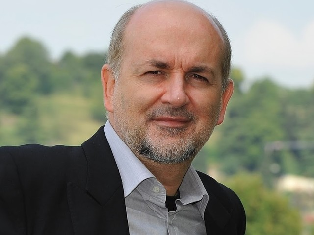 Chi va con lo Zoppo... non perde il filosofo del pop Claudio Sottocornola il 31 luglio a Locri