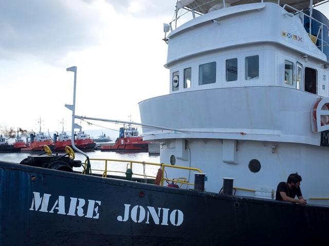 Mare Jonio è di nuovo in mare: la Ong pronta a sfidare Salvini