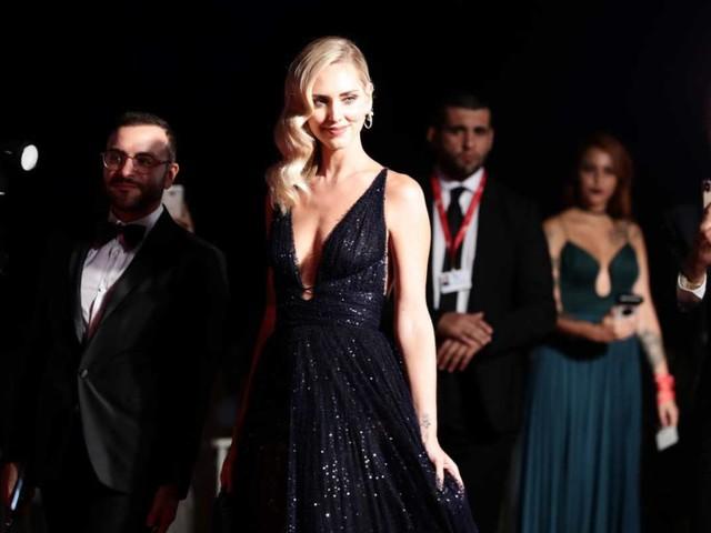 Chiara Ferragni fuori di seno alla Mostra del Cinema di Venezia – VIDEO