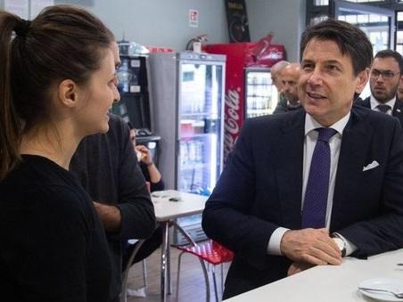 Il premier Conte al Roxy Bar preso di mira dai Casamonica: «Qui fanno un ottimo caffé»