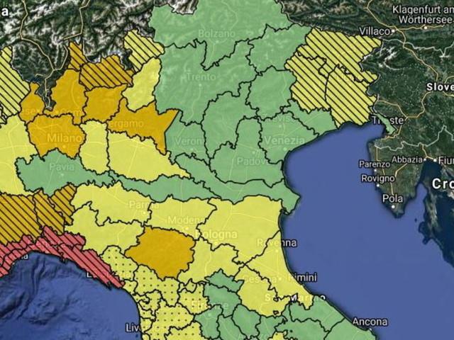 Maltempo, scatta l'allerta rossa in Liguria: scuole e porti chiusi   Il nord ovest sotto pesanti piogge