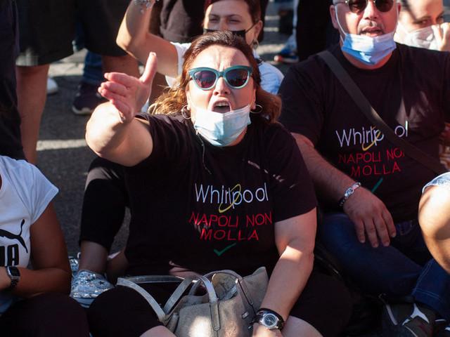 Whirlpool: proteste a Napoli, bloccato anche l'aeroporto